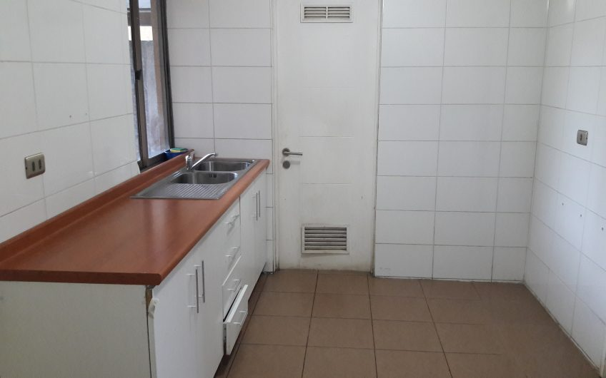 Vende Amplia Casa excelente sector Villa Los Encinos