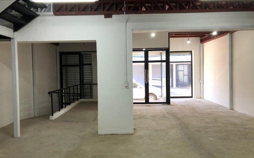 Arriendo Amplio Local o Edificio pleno Centro